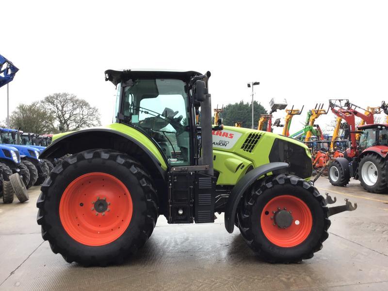 Claas 830 AXION TRACTOR (ST3695)
