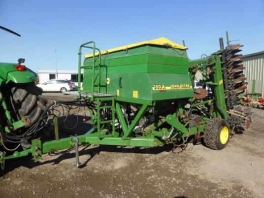 John Deere 740 A 6m double discs air drill