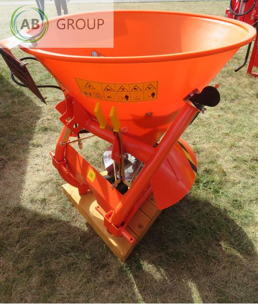 Grass-Roll Sand and salt spreader/Sand-Salzstreuer 300l
