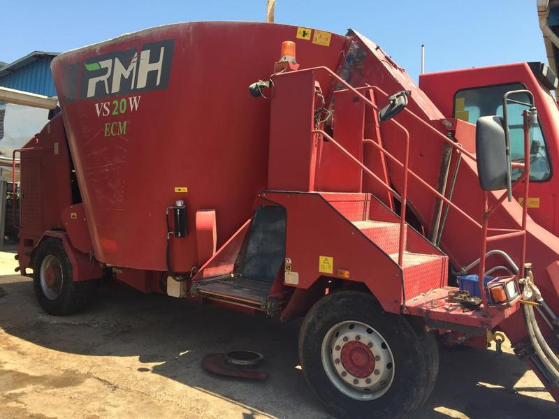 RMH  Self propelled mixer feeders
