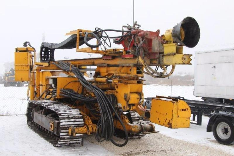 Tracked drilling rig Wamet SWK 200